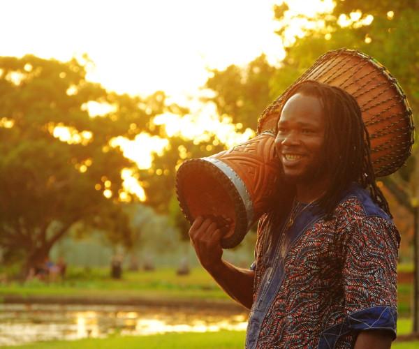 2 Lansana Djembe on shoulder